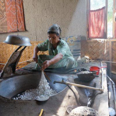 Seidenfabrik in Usbekistan