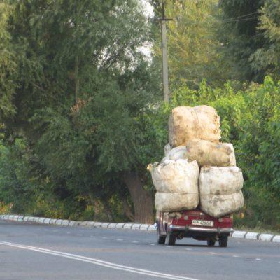 Auto voll beladen in Usbekistan