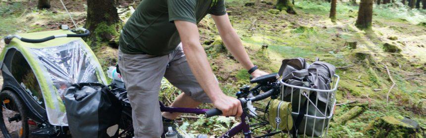 Nordhessen mit Rad und Säugling